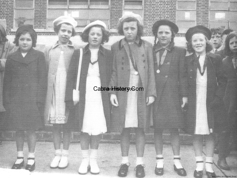 Confirmation Girls 1948 Cabra West-1.jpg